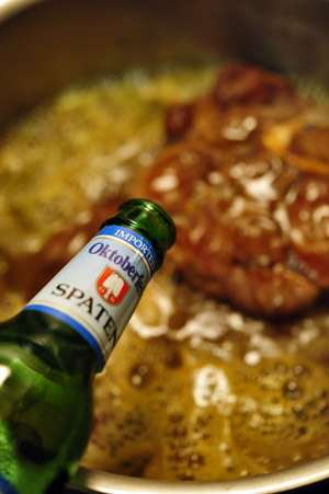 Braised-Osso-Bucco-in-Oktoberfest-with-Spaten-300