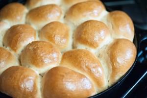 hawaiian-style-rolls-baked-300